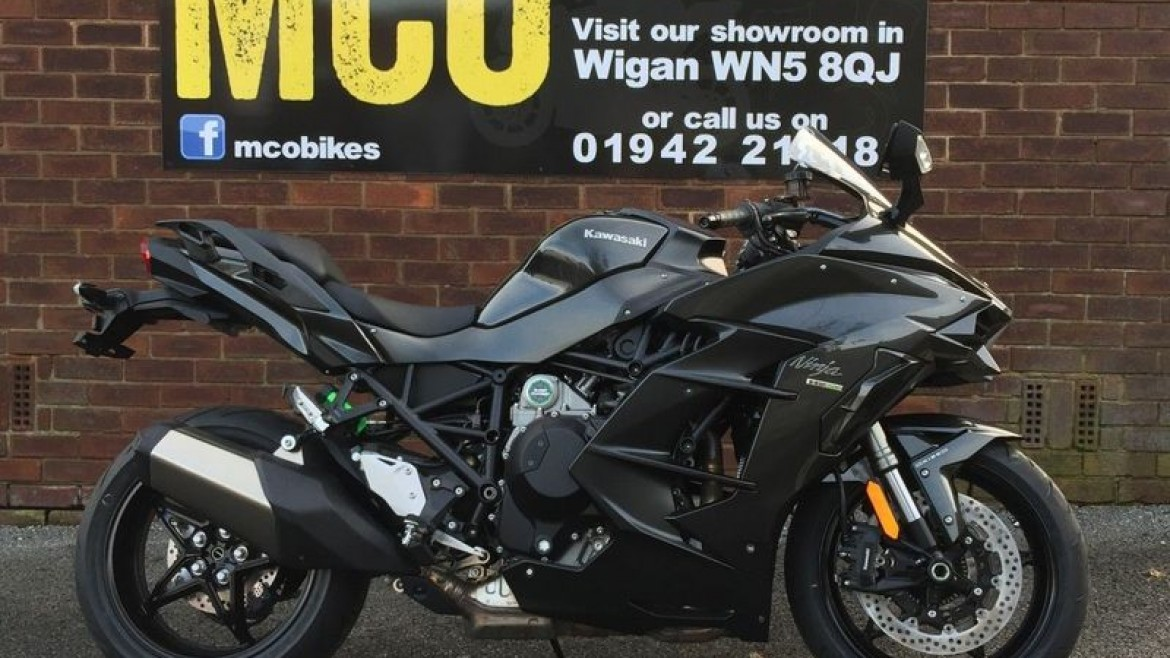 Complimentary panniers available on 2018 Ninja H2 SX & Ninja H2 SX SE