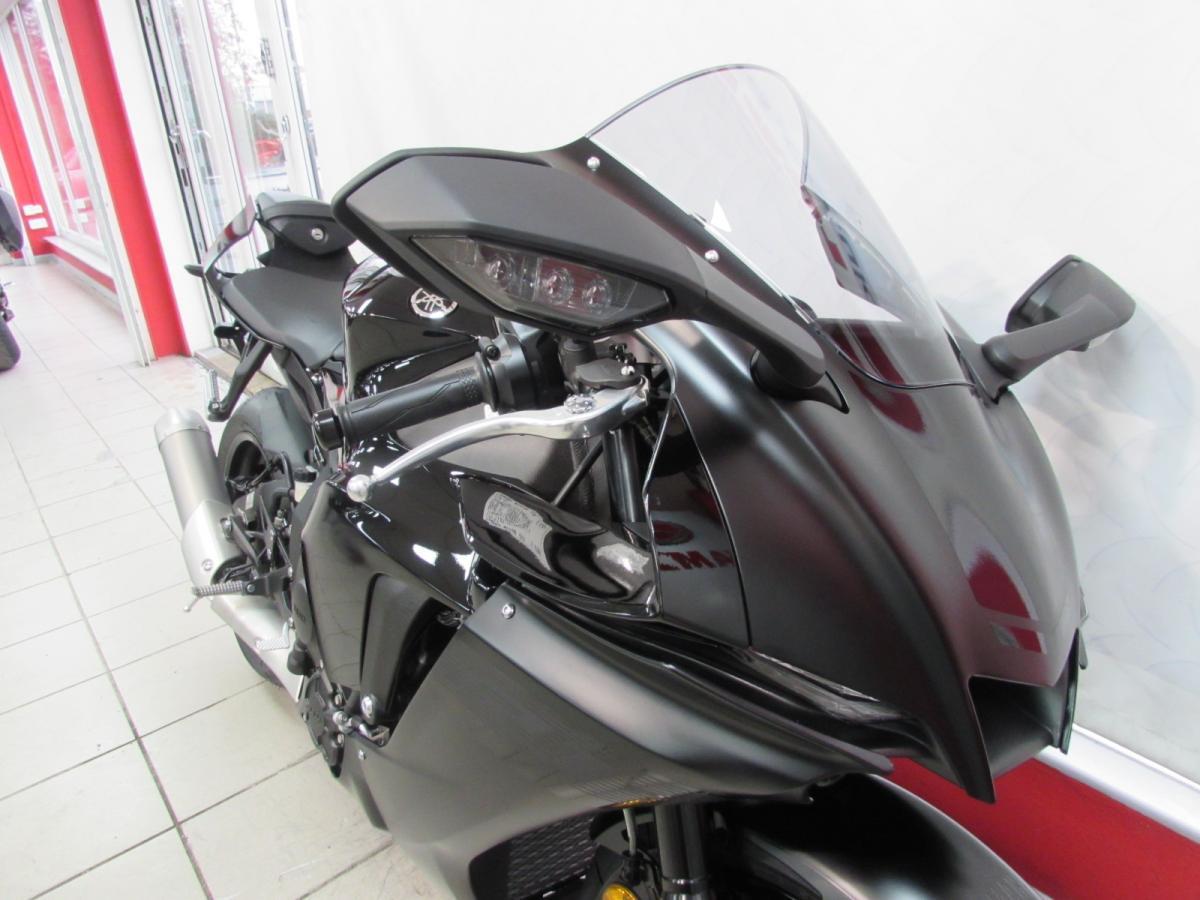 Yamaha R1 2021
