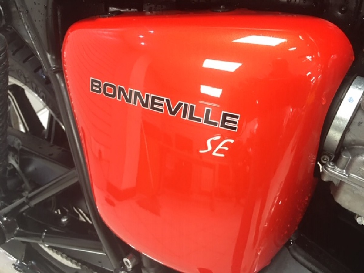 TRIUMPH BONNEVILLE 865 2013