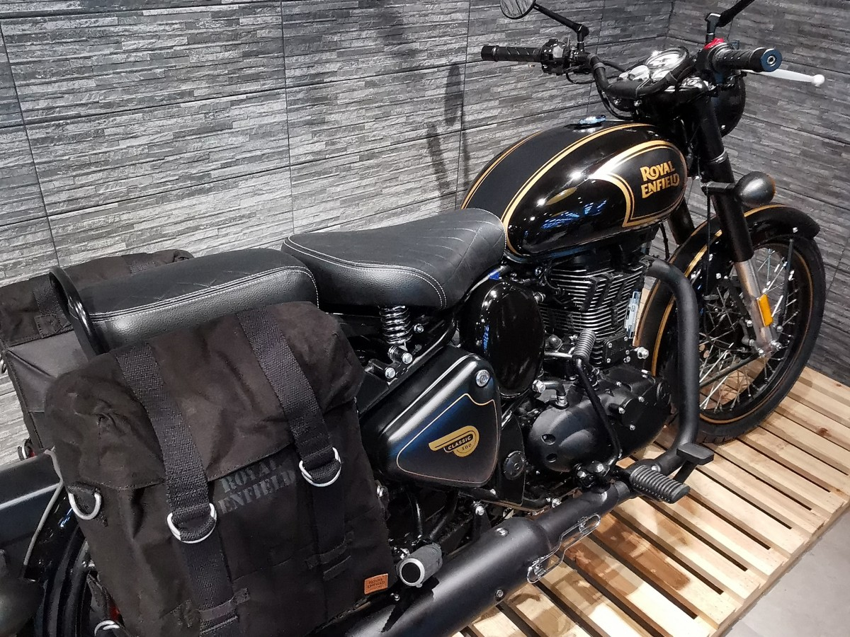For Sale Royal Enfield Classic 500 Tribute Black Free Royal Enfield Helmet Offer 5299 00 Millenium Motorcycles