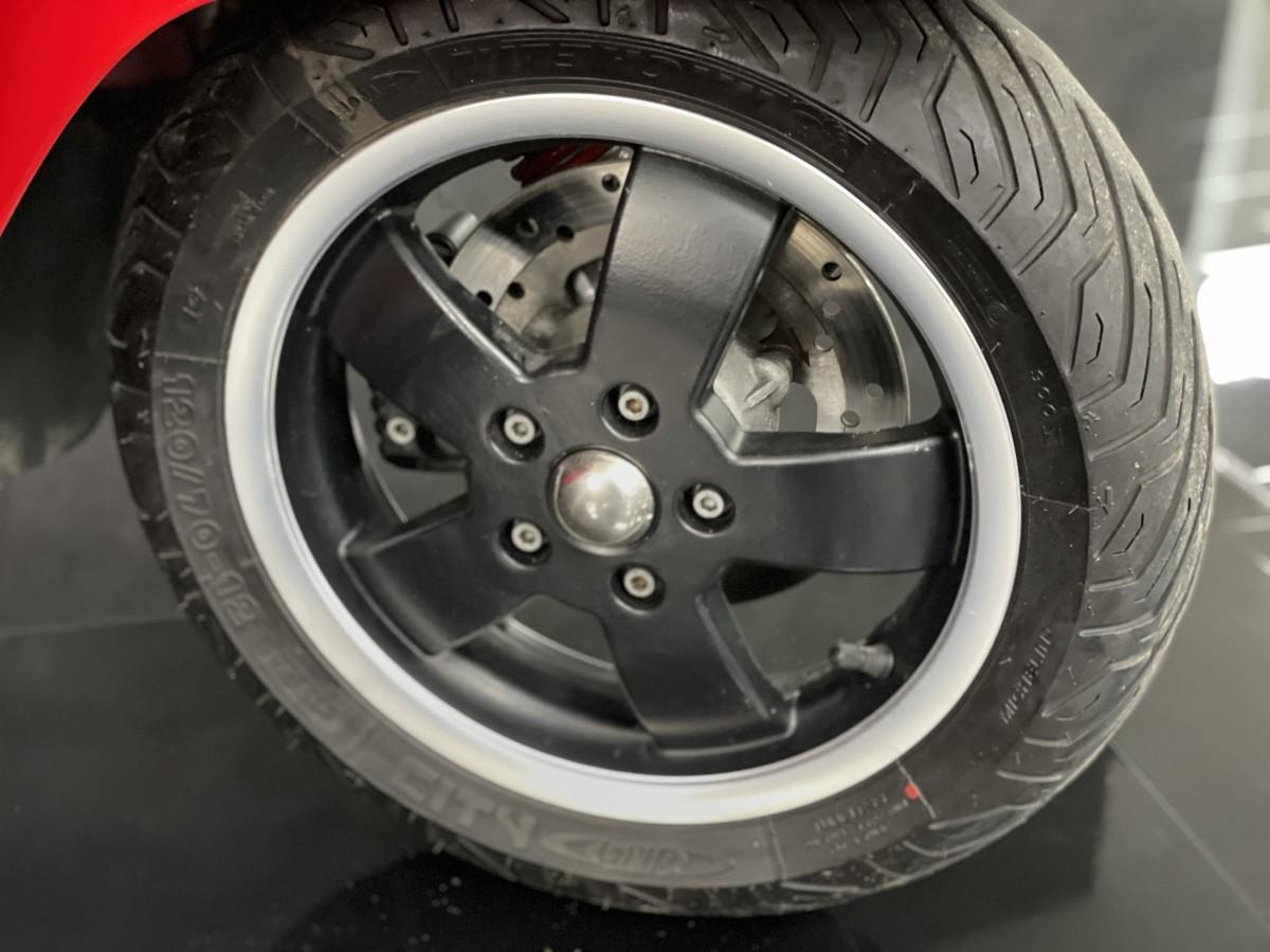 PIAGGIO VESPA GTS 300 SUPER 2013