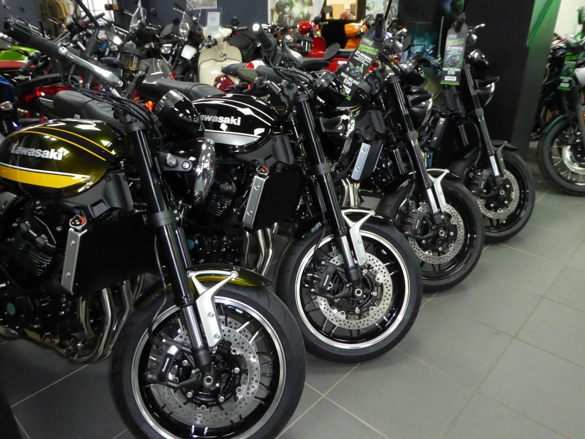 KAWASAKI ZR900KMFBB 2021