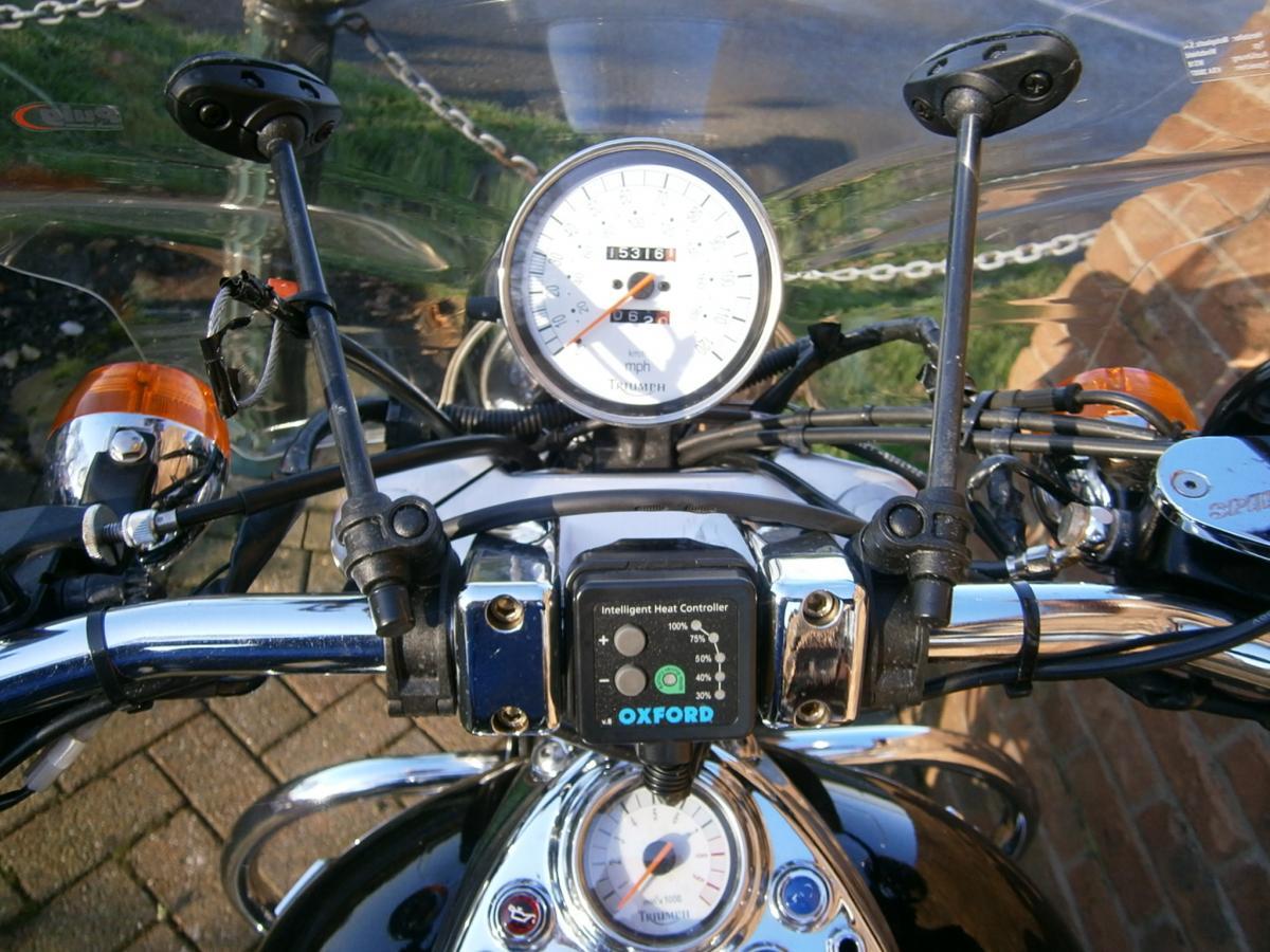 TRIUMPH SPEED MASTER 865 2005