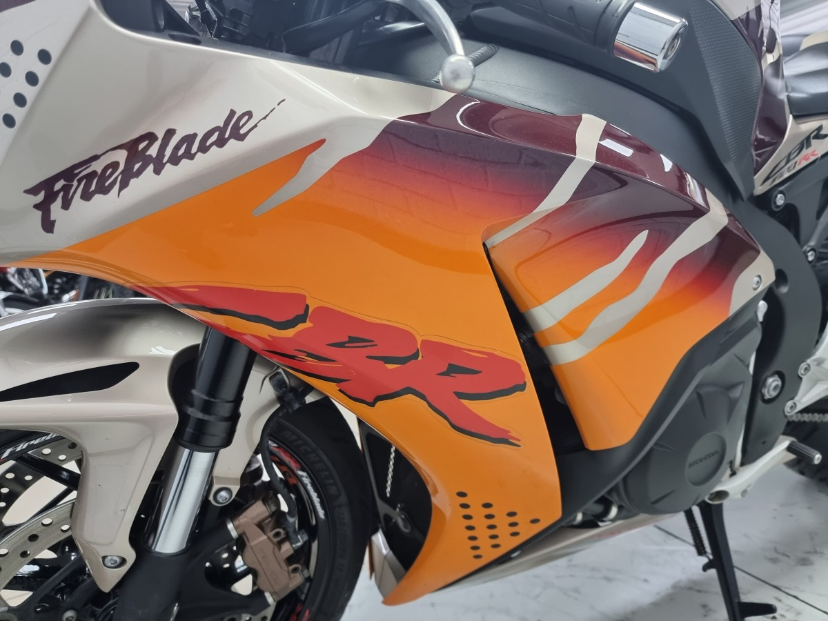 HONDA CBR 1000 RA-E  FIREBLADE URBAN TIGER GRAPHICS 2015