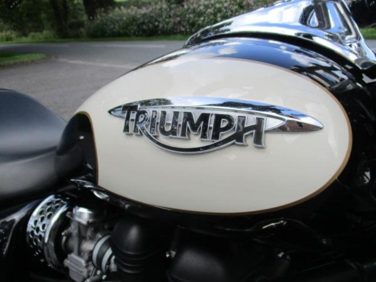 TRIUMPH SPEEDMASTER 865 2008