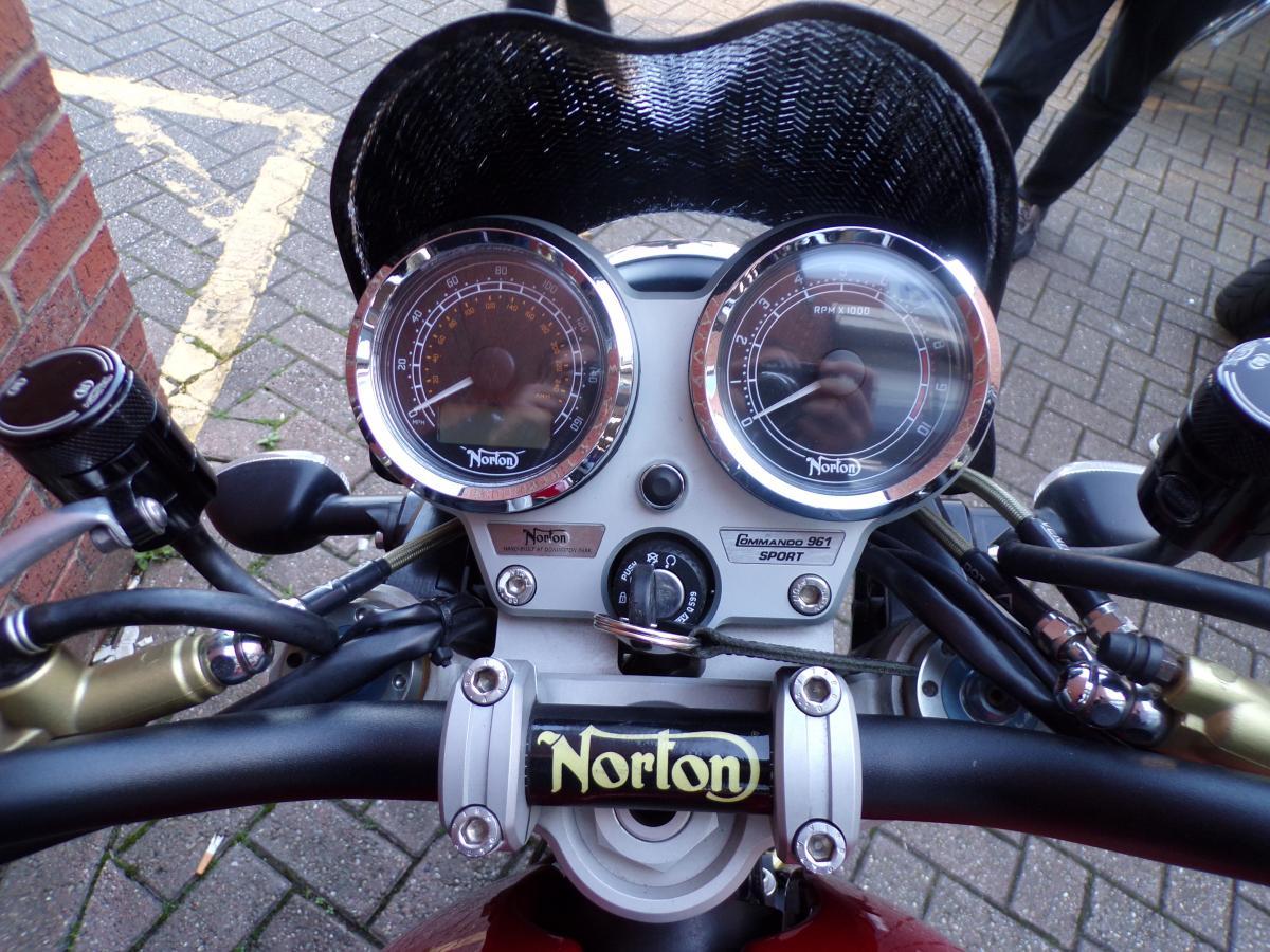 Norton COMMANDO 961 SE 2010