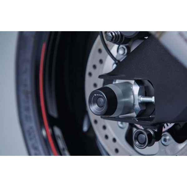 GSX-S1000F Rear Axle Slider Set