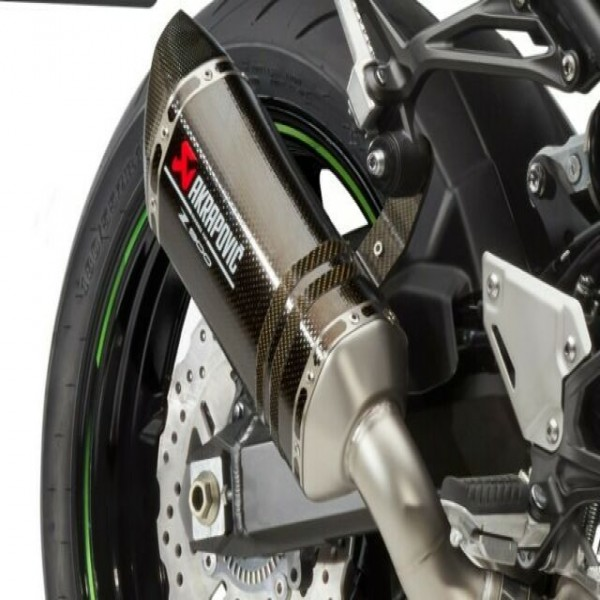 Kawasaki Z900 Akrapovic carbon exhaust