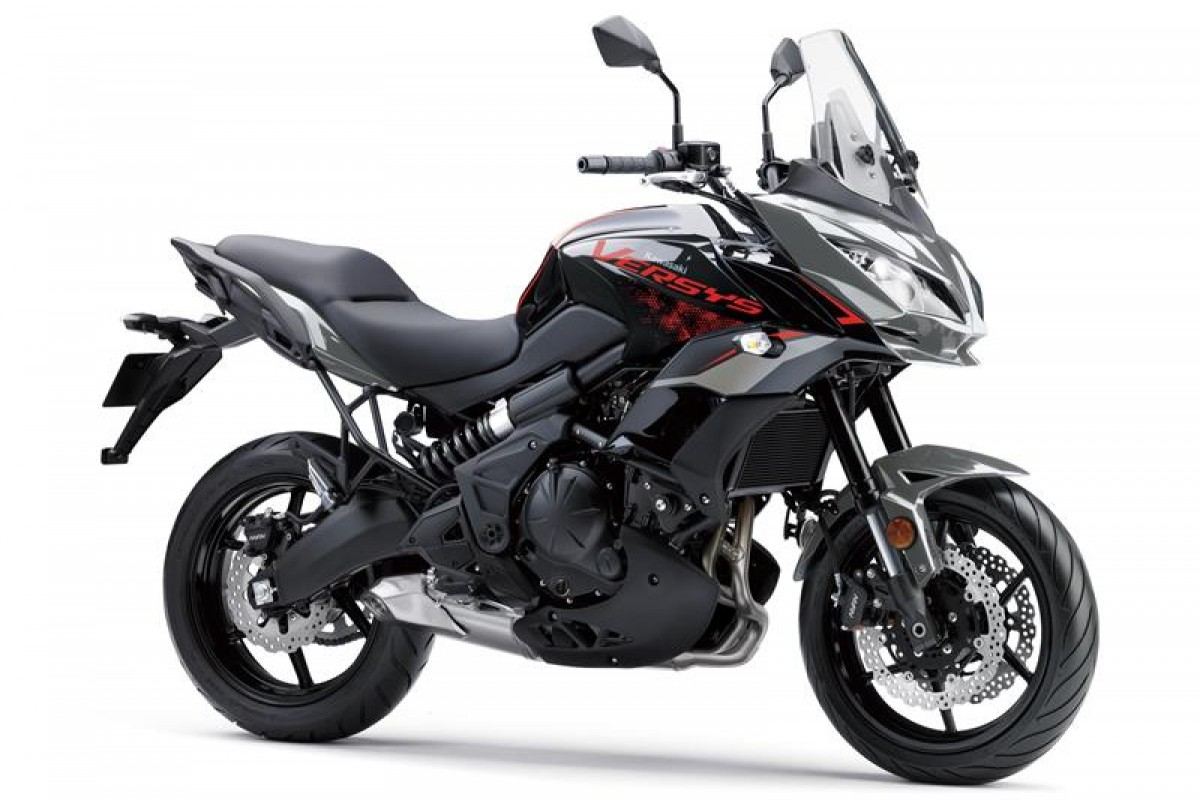 Metallic Moondust Grey / Metallic Spark Black Versys 650