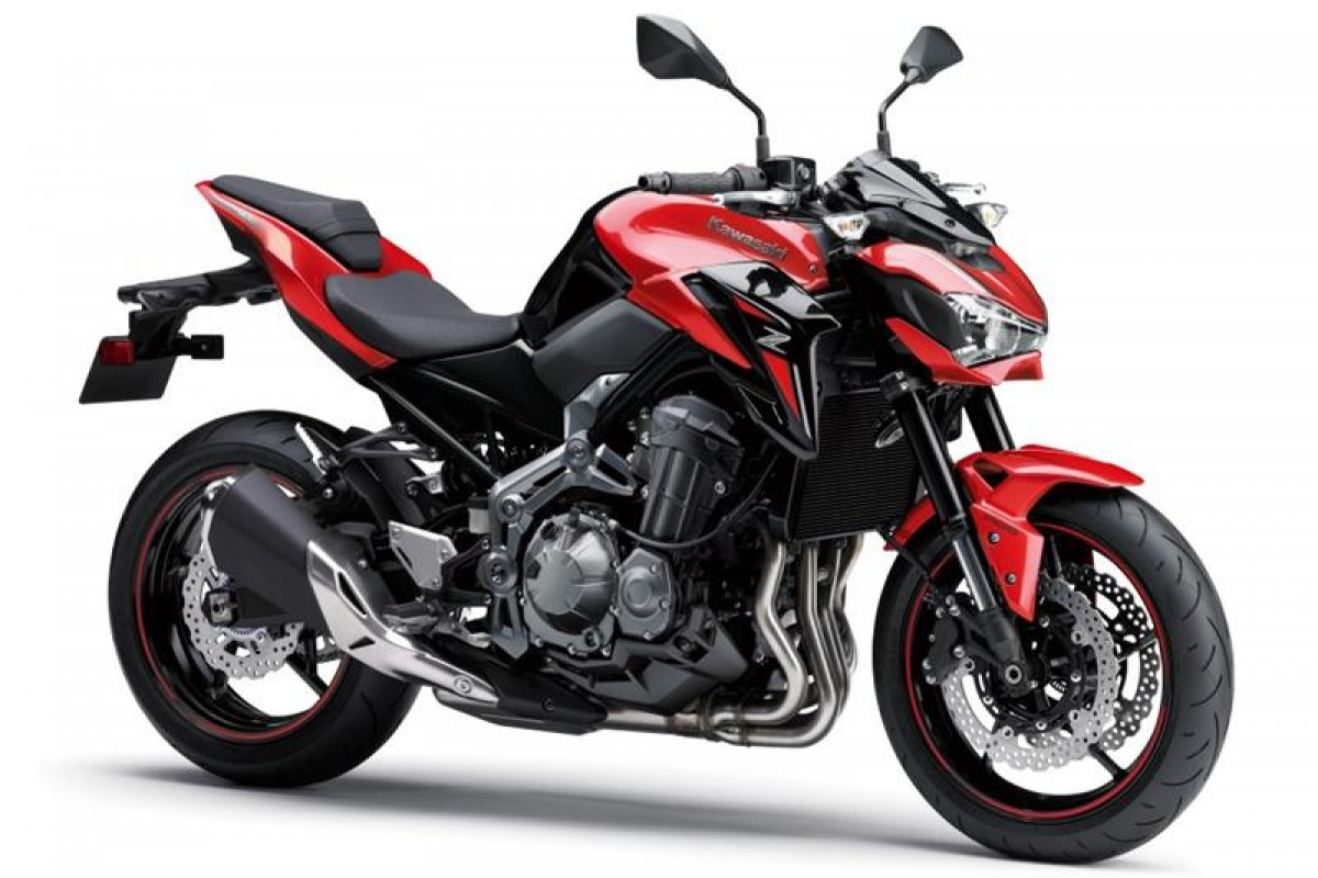 Candy Persimmon Red / Metallic Spark Black Z900E A2  19 Reg