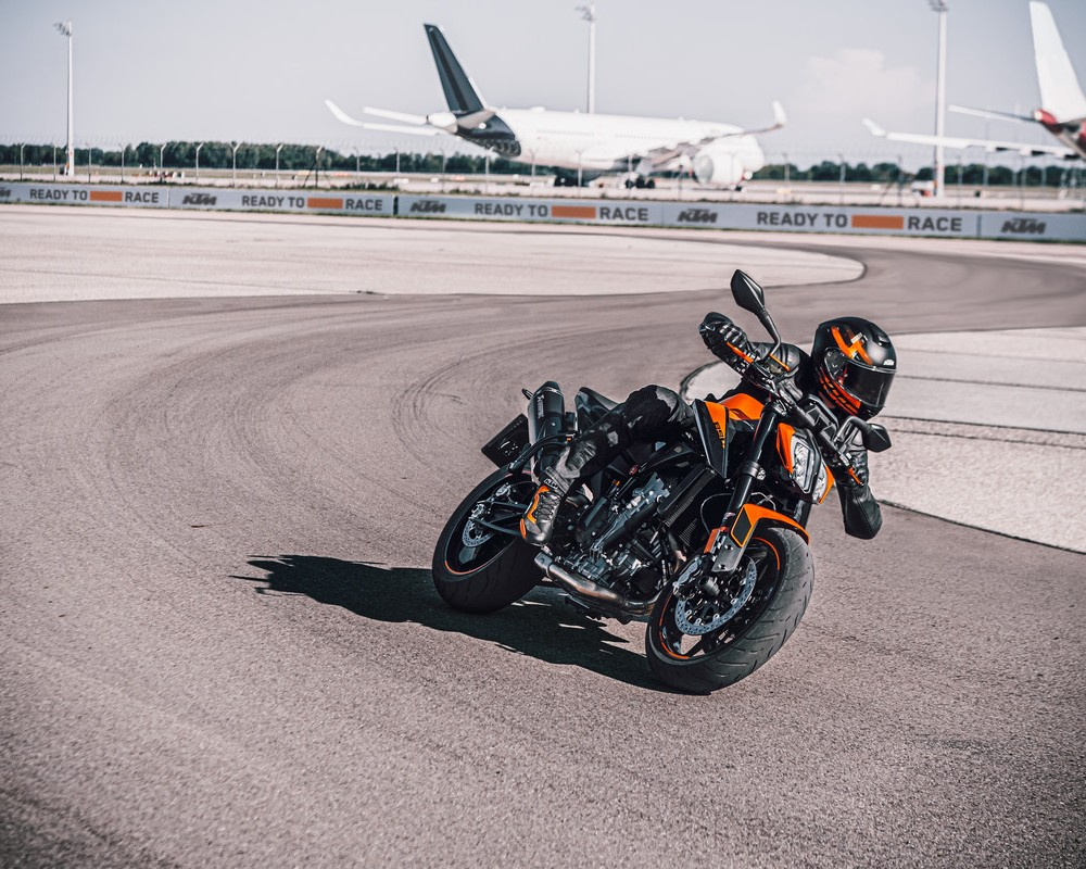 KTM 1290 SUPER DUKE GT 2020 ADVANCED SPORTS TOURING