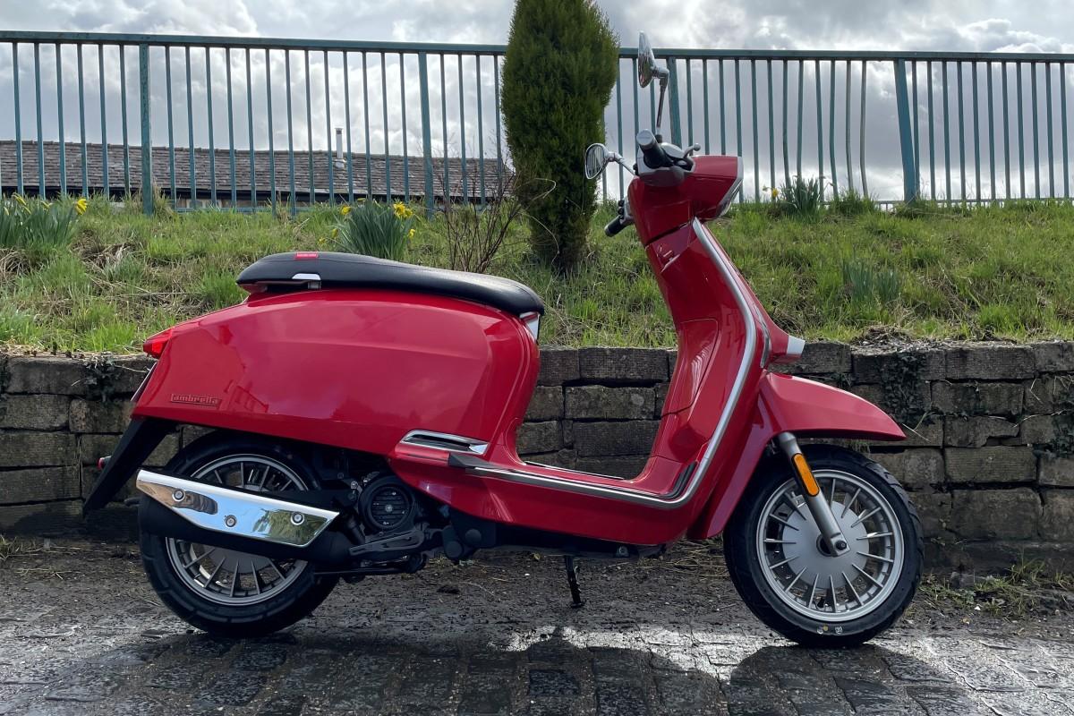 Red Flex Fender V 125 Special E5