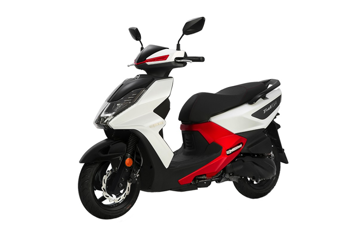 White / Red FNX 125cc CBS E4