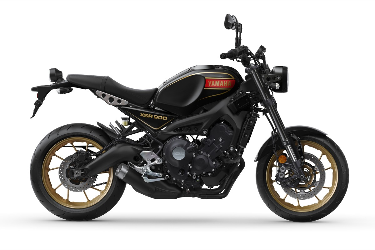 80 Black XSR900